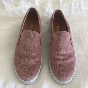 Vionic splendid midi blush velvet slip on shoe